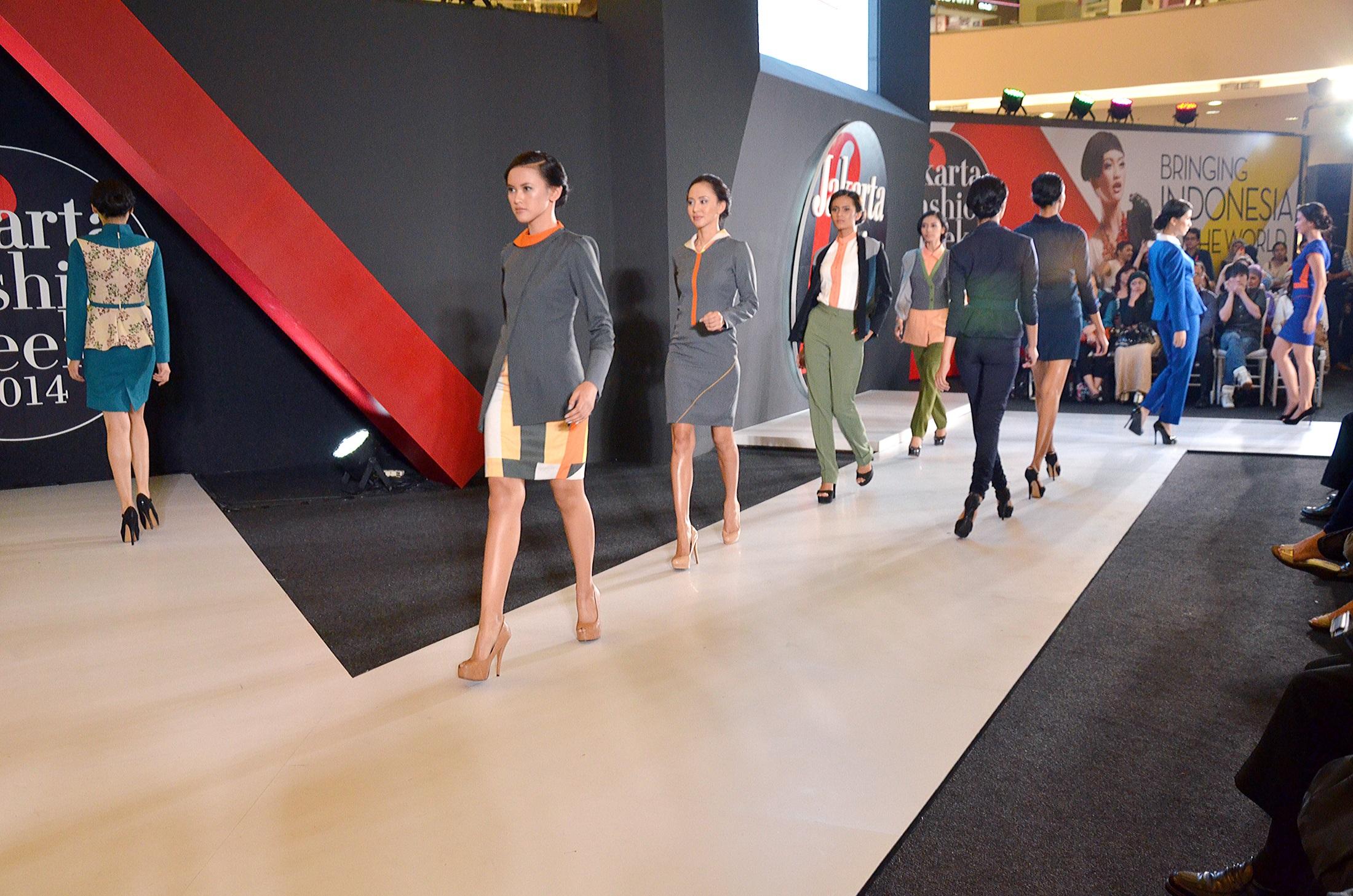 Seragam Gaya Baru Pt Trisula Textile Industries Tbk Poppy Dharsono Batik Katun Posted On November 14 2017 By Ttiadmin